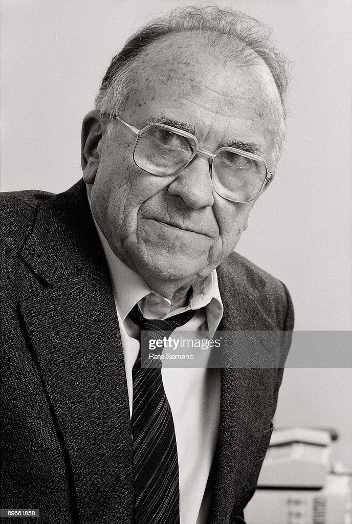 Santiago Carrillo general secretary of Unidad Comunista