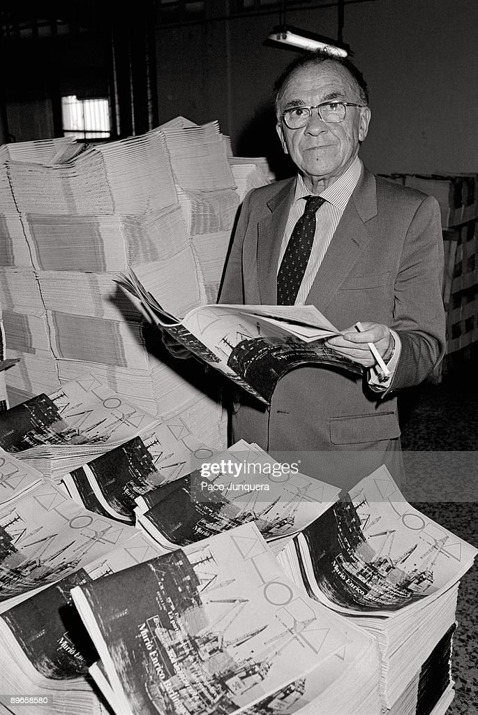 Santiago Carrillo with the magazine ´Ahora´ The communist leader in the presentation of ´Ahora´ magazine directed by himself