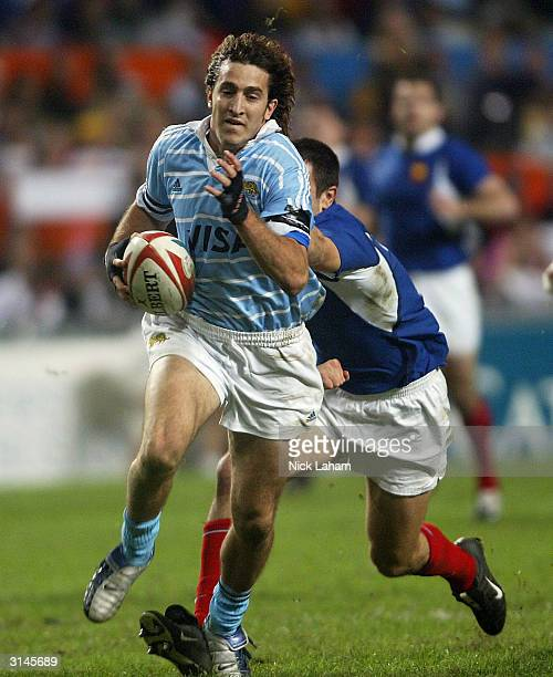 Santiago Gomez Cora of Argentina on his way to a try against France during the Hong Kong World Sevens day two match at Hong Kong Stadium March 27...
