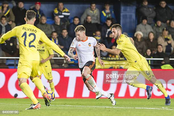 Santiago Mina Lorenzo Santi Mina of Valencia CF battles for the ball with Víctor Ruiz Torre of Villarreal CF during their La Liga match between...