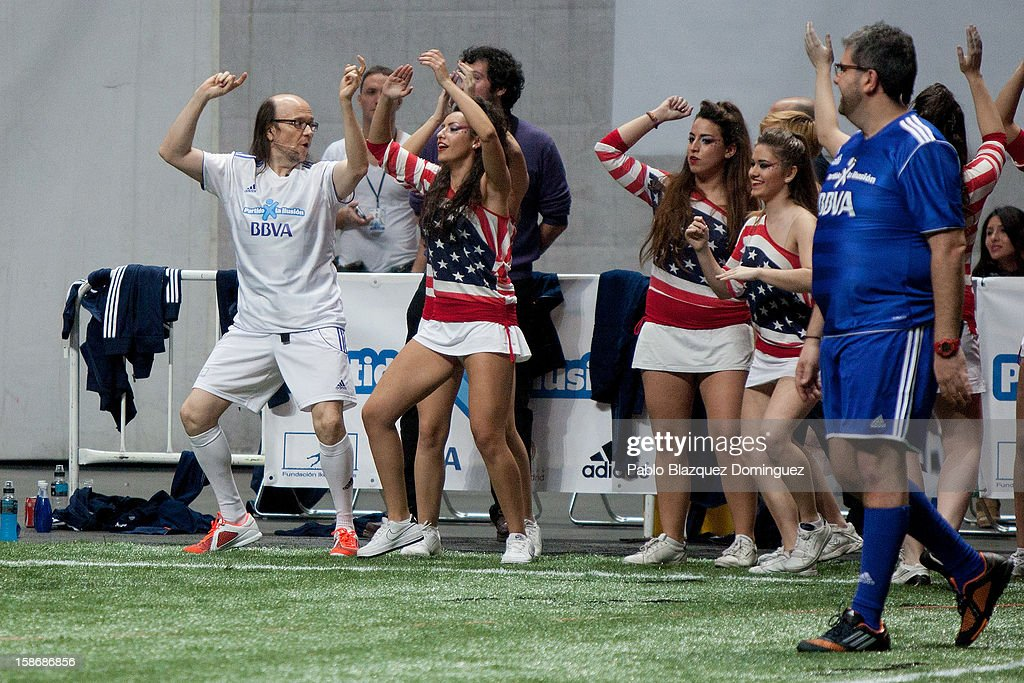 <a gi-track='captionPersonalityLinkClicked' href=/galleries/search?phrase=Santiago+Segura&family=editorial&specificpeople=2221296 ng-click='$event.stopPropagation()'>Santiago Segura</a> (L) dances next to cheerleaders while <a gi-track='captionPersonalityLinkClicked' href=/galleries/search?phrase=Florentino+Fernandez&family=editorial&specificpeople=3216816 ng-click='$event.stopPropagation()'>Florentino Fernandez</a> (R) looks at him during 'Partido X La Ilusion' by Iker Casillas Foundation at Palacio de los Deportes on December 23, 2012 in Madrid, Spain.