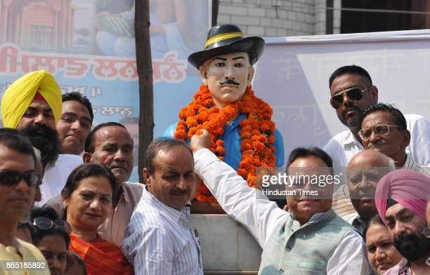Santokh Chaudhary along with Congress MLA Rajinder Beri pays floral tribute to ShaheedEAzam Bhagat Singh on September 28 2017 at Jalandhar India