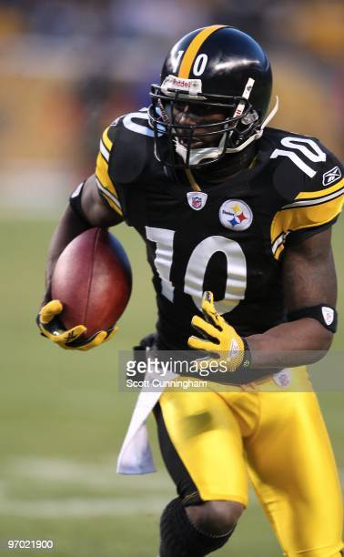 Santonio Holmes of the Pittsburgh Steelers runs with a catch against the Green Bay Packers at Heinz Field on December 20 2009 in Pittsburgh...