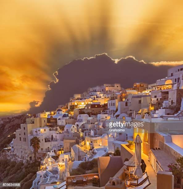 Santorini Sonnenuntergang am Morgenröte Dorf Oia, Griechenland