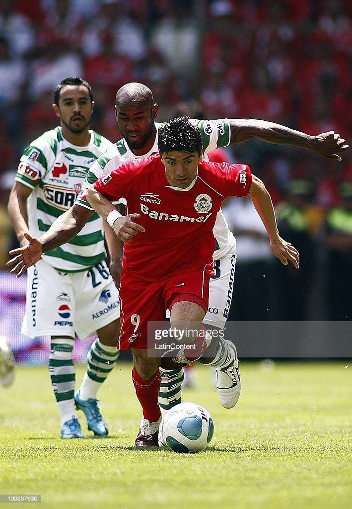 Santos player felipe baloy r vies for the ball with - Hector santos ...