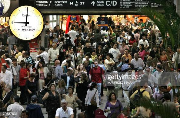 Hundreds of passengers crowd a checkin lobby at Guarulhos international airport in Sao Paulo Brazil 01 November 2006 Domestic and international...