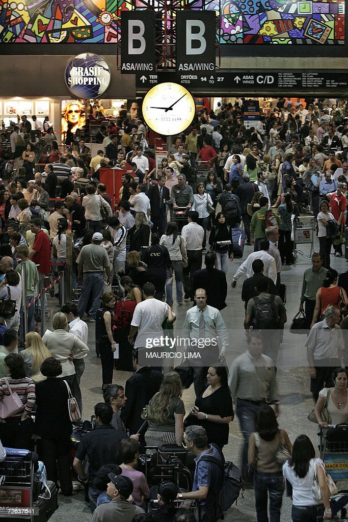 Hundreds of passengers crowd Guarulhos international airport in Sao Paulo Brazil 01 November 2006 Domestic and international flights in Brazil were...