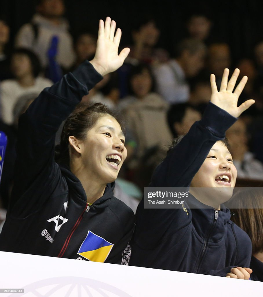 <a gi-track='captionPersonalityLinkClicked' href=/galleries/search?phrase=Saori+Yoshida&family=editorial&specificpeople=2374710 ng-click='$event.stopPropagation()'>Saori Yoshida</a> (L) and <a gi-track='captionPersonalityLinkClicked' href=/galleries/search?phrase=Eri+Tosaka&family=editorial&specificpeople=9149207 ng-click='$event.stopPropagation()'>Eri Tosaka</a> (R) are seen on the stand prior to day three of the All Japan Wrestling Championships at Yoyogi National Gymnasium on December 23, 2015 in Tokyo, Japan.