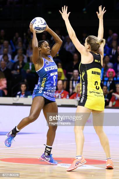 Sara Bayman of the Pulse defends against Sasha Corbin of the Mystics during the New Zealand Premiership match between the Pulse and the Mystics TSB...