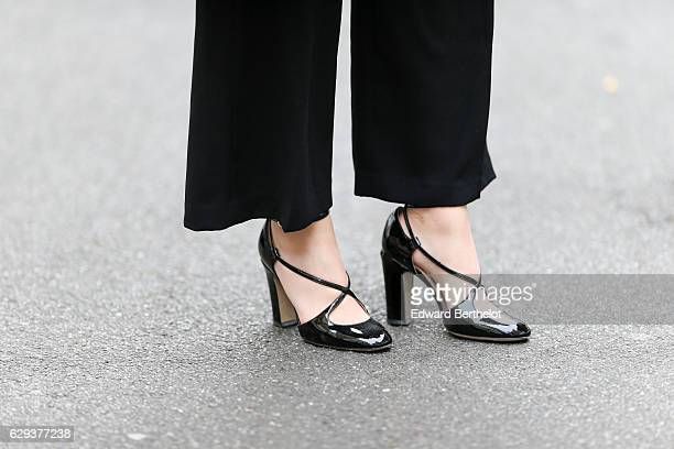 Sara Carnicella fashion and life style blogger is wearing Valentino black shoes a Valentino bracelet a Nicoletta Parodi black clutch with fur a Zara...