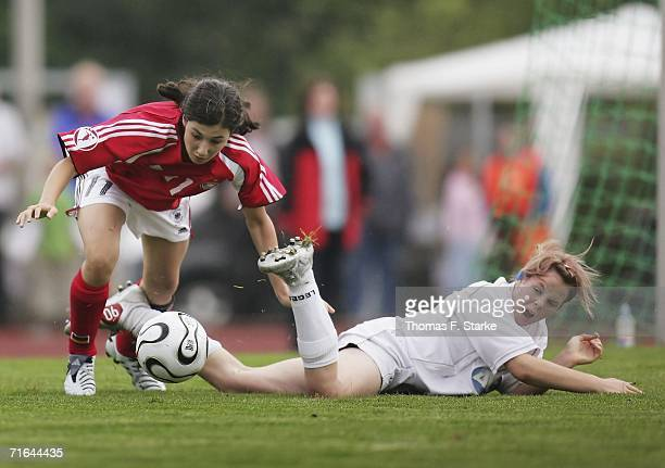 Sara Doorsoun of Germany and Rebecca Lloyd of Wales in action during the Women's Under 15 match between Germany and Wales on August 14 2006 in Uslar...
