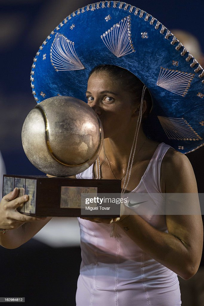 <a gi-track='captionPersonalityLinkClicked' href=/galleries/search?phrase=Sara+Errani&family=editorial&specificpeople=599213 ng-click='$event.stopPropagation()'>Sara Errani</a> of Italy celebrates after winning the final women match against Carla Suarez of Spain as part of the Mexican Tennis Open Acapulco 2013 at Pacific resort on March 01, 2013 in Acapulco, Mexico.