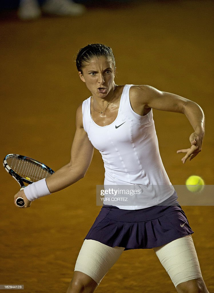 Sara Errani of Italy returns the ball to Alize Cornet of France during their semi-final Mexico WTA Open women's single tennis match, in Acapulco, Guerrero state on March 1, 2013. AFP PHOTO/ Yuri CORTEZ