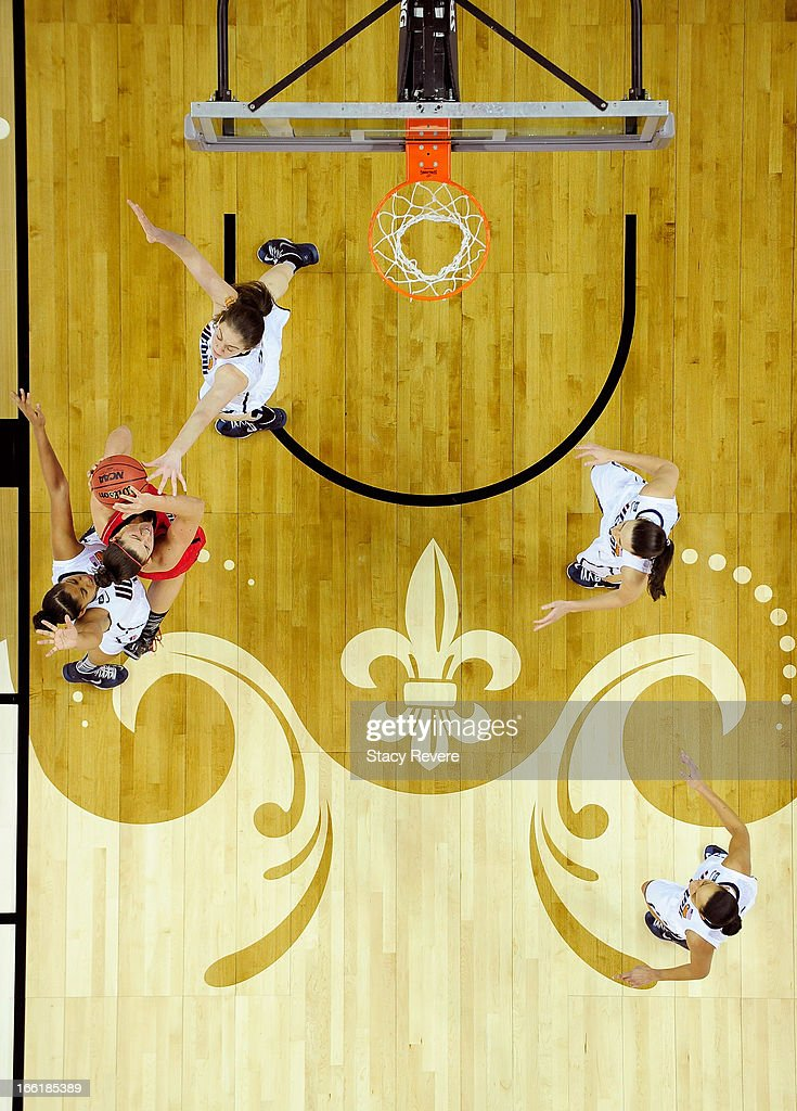 Sara Hammond #00 of the Louisville Cardinals handles the ball against Breanna Stewart #30 of the Connecticut Huskies during the 2013 NCAA Women's Final Four Championship at New Orleans Arena on April 9, 2013 in New Orleans, Louisiana.