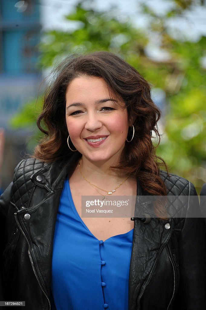 Sara Mann visits 'Extra' at The Grove on April 23, 2013 in Los Angeles, California.