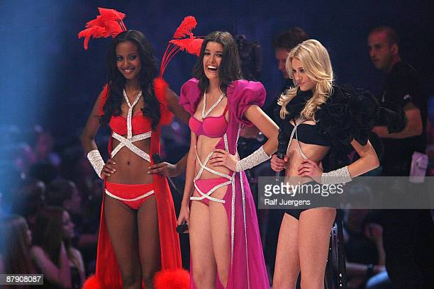 Sara Nuru Marie Nasemann and Mandy Bork perform during the PRO7 TV show 'Germany's Next Topmodel Final' at the Lanxess Arena on May 21 2009 in...