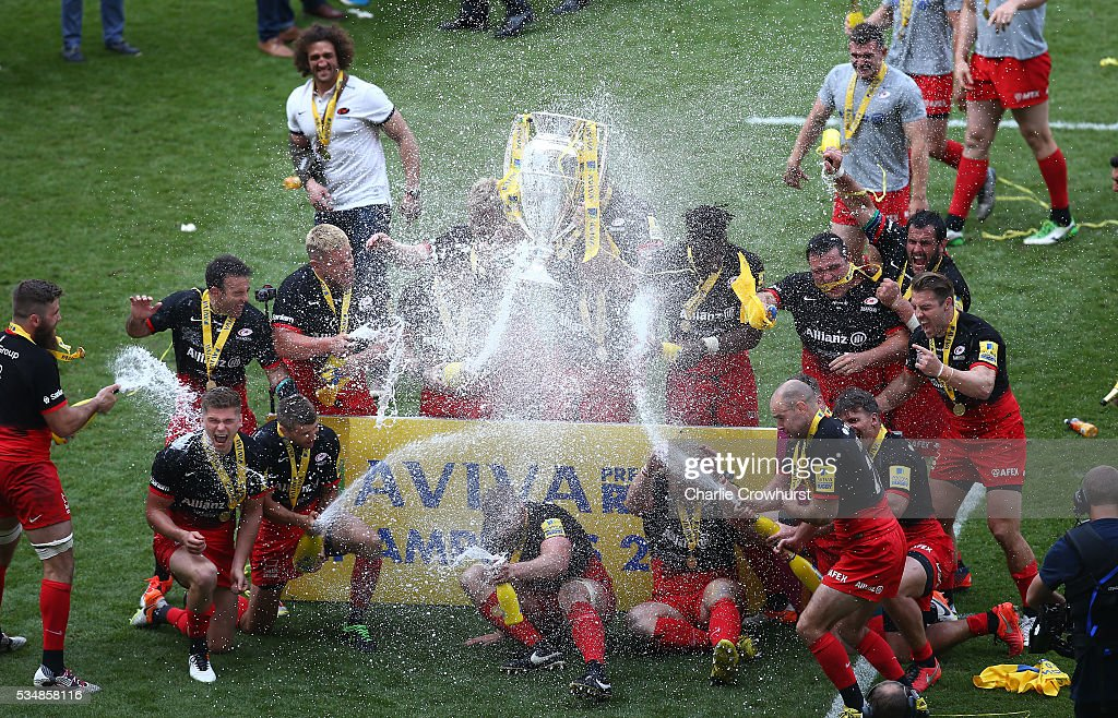 Saracens players celebrate their victory in the Aviva Premiership final match between Saracens and Exeter Chiefs at Twickenham Stadium on May 28, 2016 in London, England.