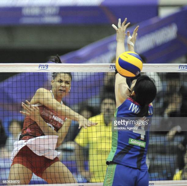 Saraelen Leandro Lima of Osasco Voleibol Clube in action against Nana Iwasaka of Hisamitsu Spring during the semifinals match of the FIVB Womens Club...