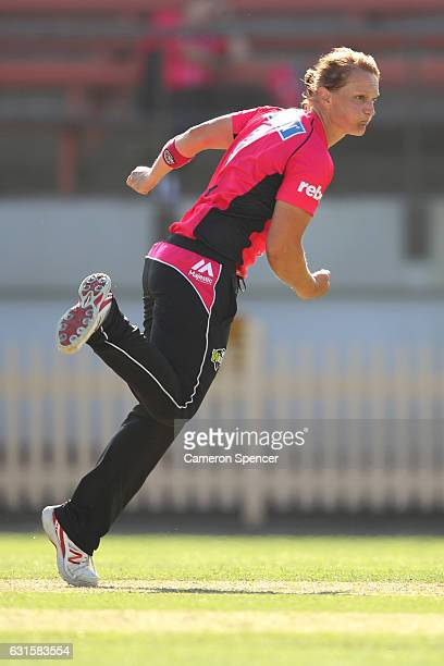 Sarah Aley of the Sixers bowls during the Women's Big Bash League match between the Hobart Hurricanes and the Sydney Sixers at North Sydney Oval on...