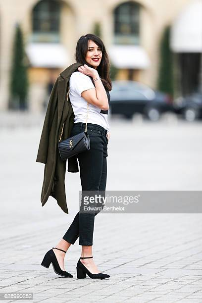 Sarah Benziane fashion and life style blogger @lescolonnesdesarah is wearing a Made In Toulouse white tshirt with the inscription 'Hein ' a New Look...
