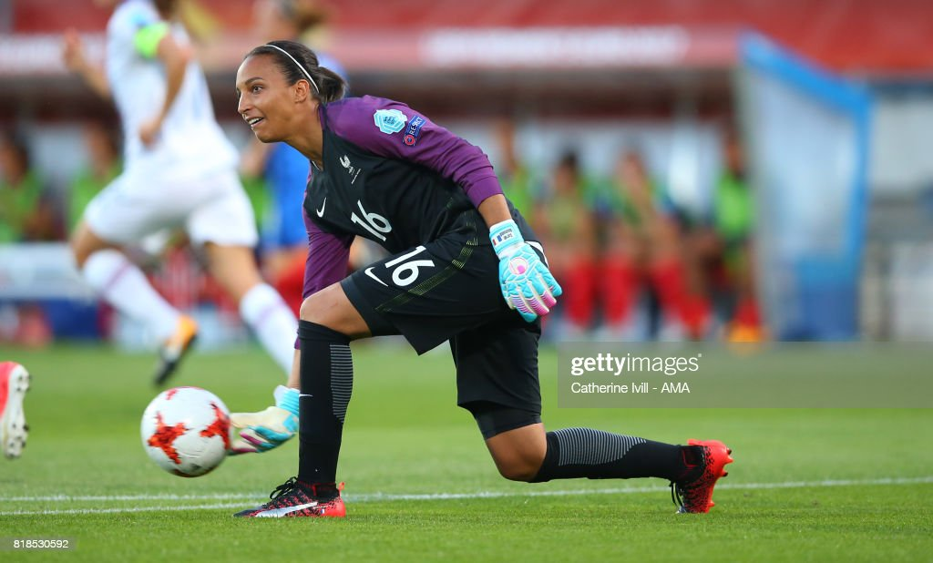 Sarah Bouhaddi of France Women during the UEFA Women's Euro 2017 match between France and Iceland at Koning Willem II Stadium on July 18, 2017 in Tilburg, Netherlands.