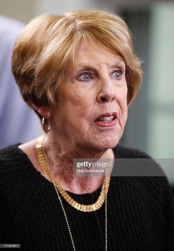 Sarah Brady, wife of former White House Press Secretary James Brady, vi... Show more - sarah-brady-wife-of-former-white-house-press-secretary-james-brady-picture-id111221817