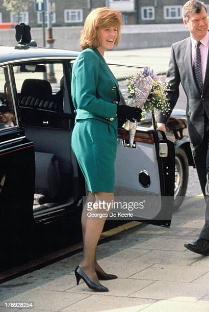 Sarah Duchess of York visits Wandsworth Cemetery with her new hairstyle on March 28 1991 in London England