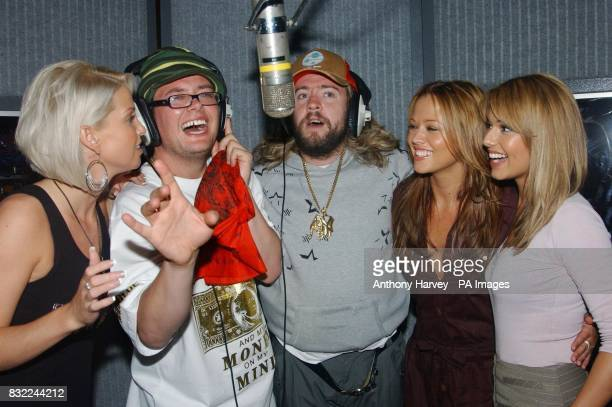 Sarah Harding Kimberley Walsh and Cheryl Tweedy from Girls Aloud join Justin Lee Collins and Alan Carr in the studio during a sketch for the final...