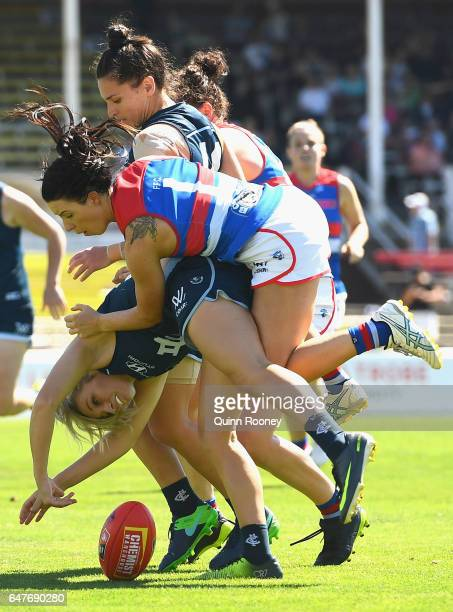 Sarah Hosking of the Blues and Brooke Lochland of the Bulldogs compete for the ball during the round five AFL Women's match between the Carlton Blues...