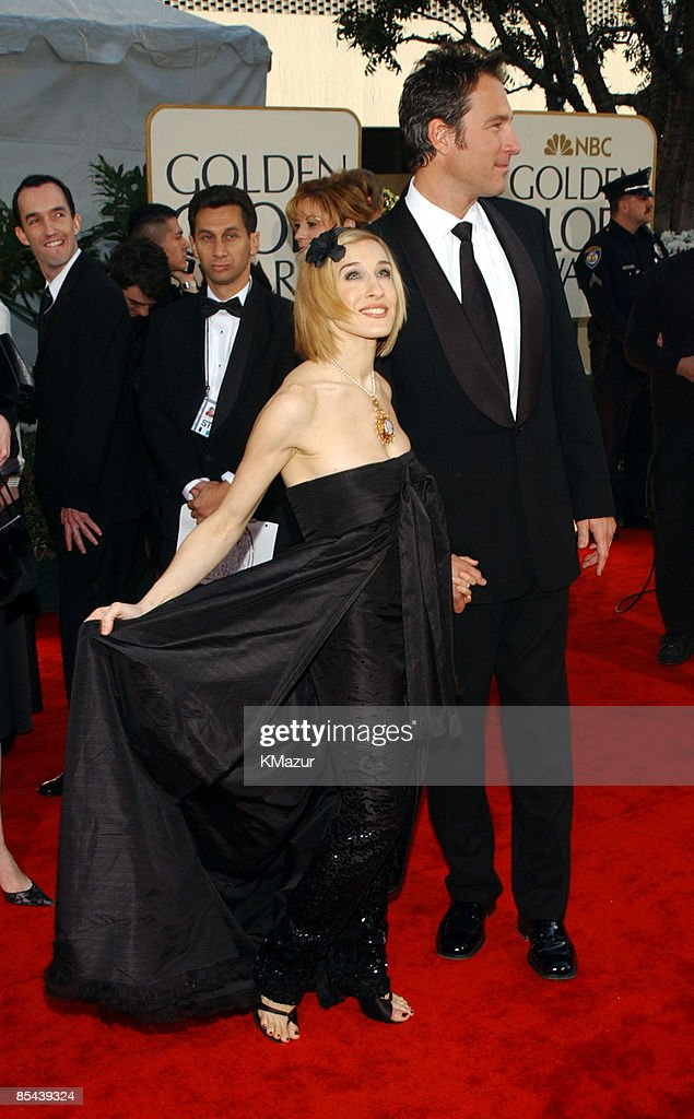 Sarah Jessica Parker and John Corbett arrive for the Golden Globe Awards at the Beverly Hilton Hotel in Beverly Hills, California January 20, 2002.