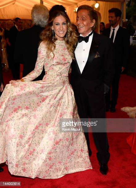 Sarah Jessica Parker and Valentino Garavani attends the 'Schiaparelli And Prada Impossible Conversations' Costume Institute Gala at the Metropolitan...