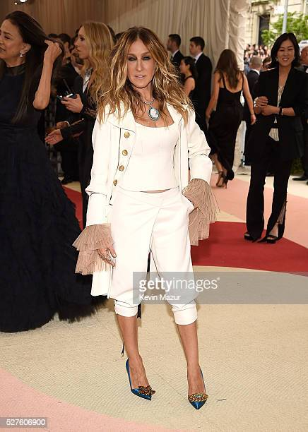 Sarah Jessica Parker attends 'Manus x Machina Fashion In An Age Of Technology' Costume Institute Gala at Metropolitan Museum of Art on May 2 2016 in...