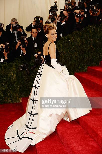 Sarah Jessica Parker attends the 'Charles James Beyond Fashion' Costume Institute Gala at the Metropolitan Museum of Art on May 5 2014 in New York...