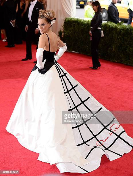 Sarah Jessica Parker attends the 'Charles James Beyond Fashion' Costume Institute Gala held at the Metropolitan Museum of Art on May 5 2014 in New...