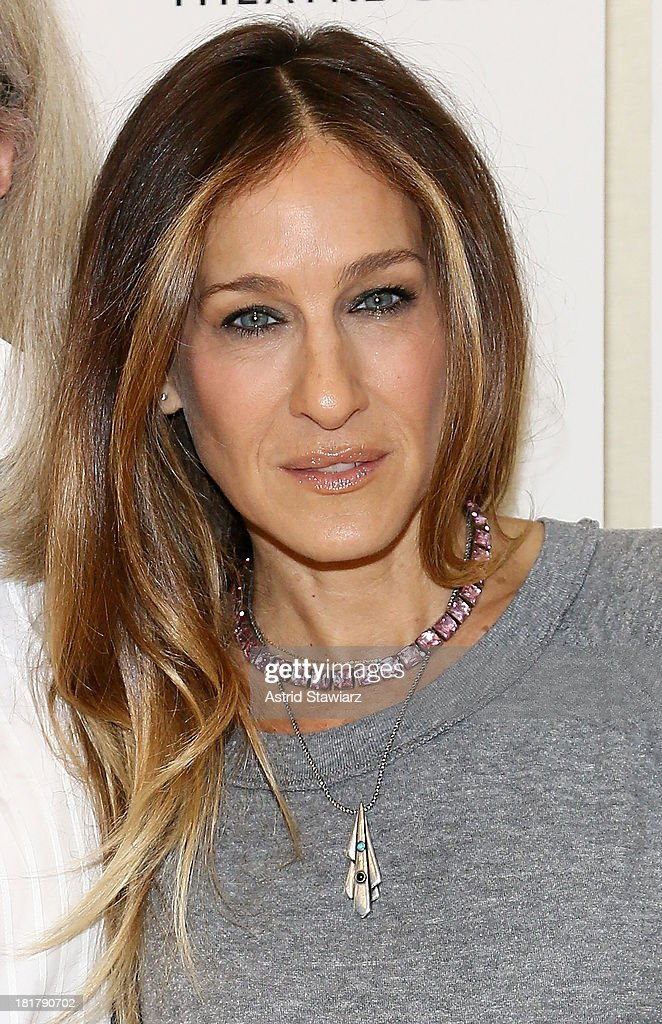 Sarah Jessica Parker attends 'The Commons Of Pensacola' Off Broadway cast photo call at Manhattan Theatre Club Rehearsal Studios on September 25, 2013 in New York City.
