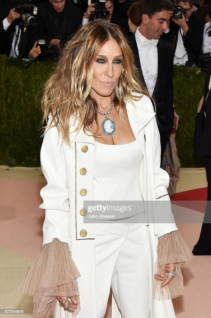 Sarah Jessica Parker attends the 'Manus x Machina: Fashion In An Age Of Technology' Costume Institute Gala at Metropolitan Museum of Art on May 2, 2016 in New York City.