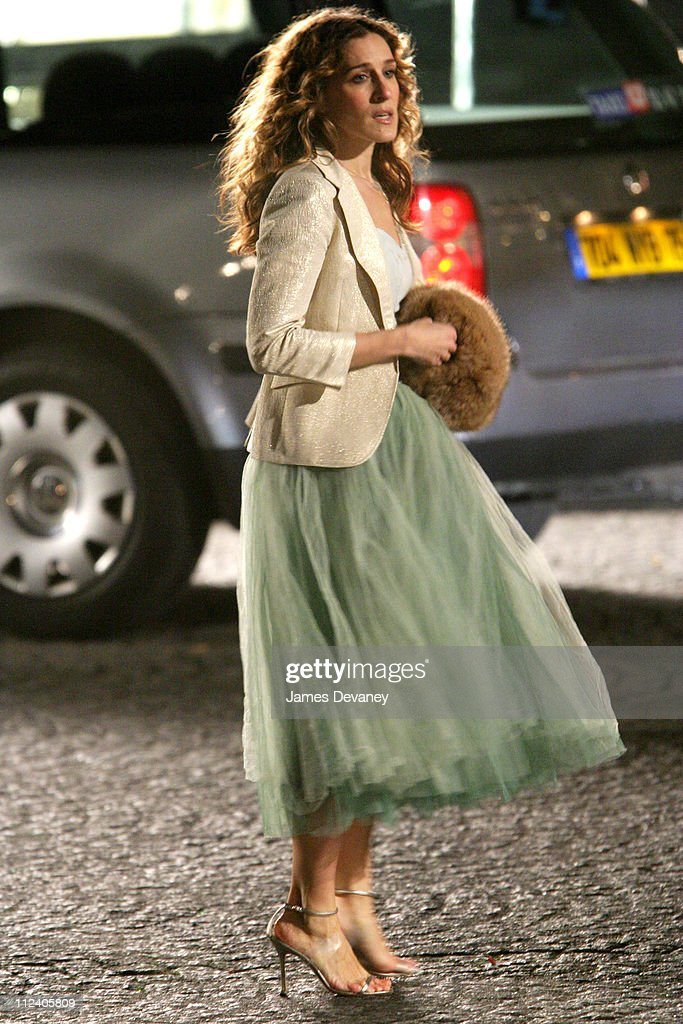 Sarah Jessica Parker during Sarah Jessica Parker on the Set of 'Sex and the City' in Paris, France - January 17, 2004 at Streets of Paris in Paris, France, France.