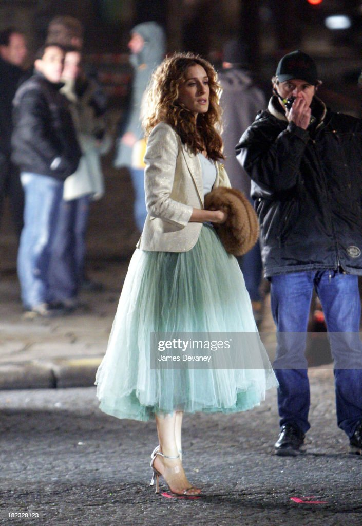 Sarah Jessica Parker during Sarah Jessica Parker on the Set of Sex and the City in Paris, France - January 17, 2004 at Streets of Paris in Paris, France, France.