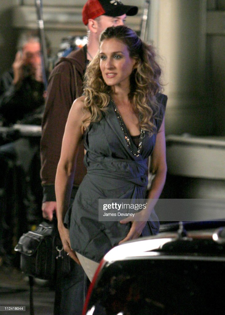 Sarah Jessica Parker during 'Sex And The City' Cast on Location in Manhattan at Manhattan in New York City, New York, United States.