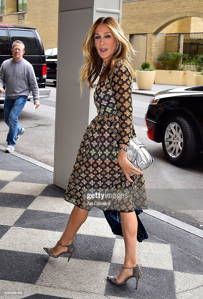 <a gi-track='captionPersonalityLinkClicked' href=/galleries/search?phrase=Sarah+Jessica+Parker&family=editorial&specificpeople=201693 ng-click='$event.stopPropagation()'>Sarah Jessica Parker</a> is seen in Midtown on May 5, 2016 in New York City.