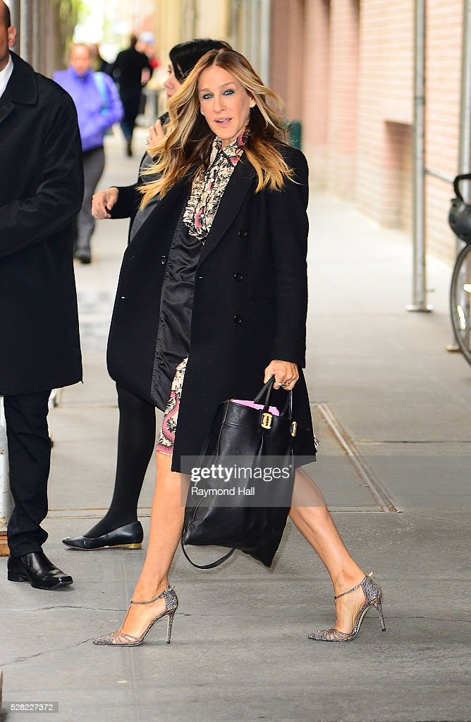 <a gi-track='captionPersonalityLinkClicked' href=/galleries/search?phrase=Sarah+Jessica+Parker&family=editorial&specificpeople=201693 ng-click='$event.stopPropagation()'>Sarah Jessica Parker</a> is seen walking out of the ABC Studio on May 5, 2016 in New York City.