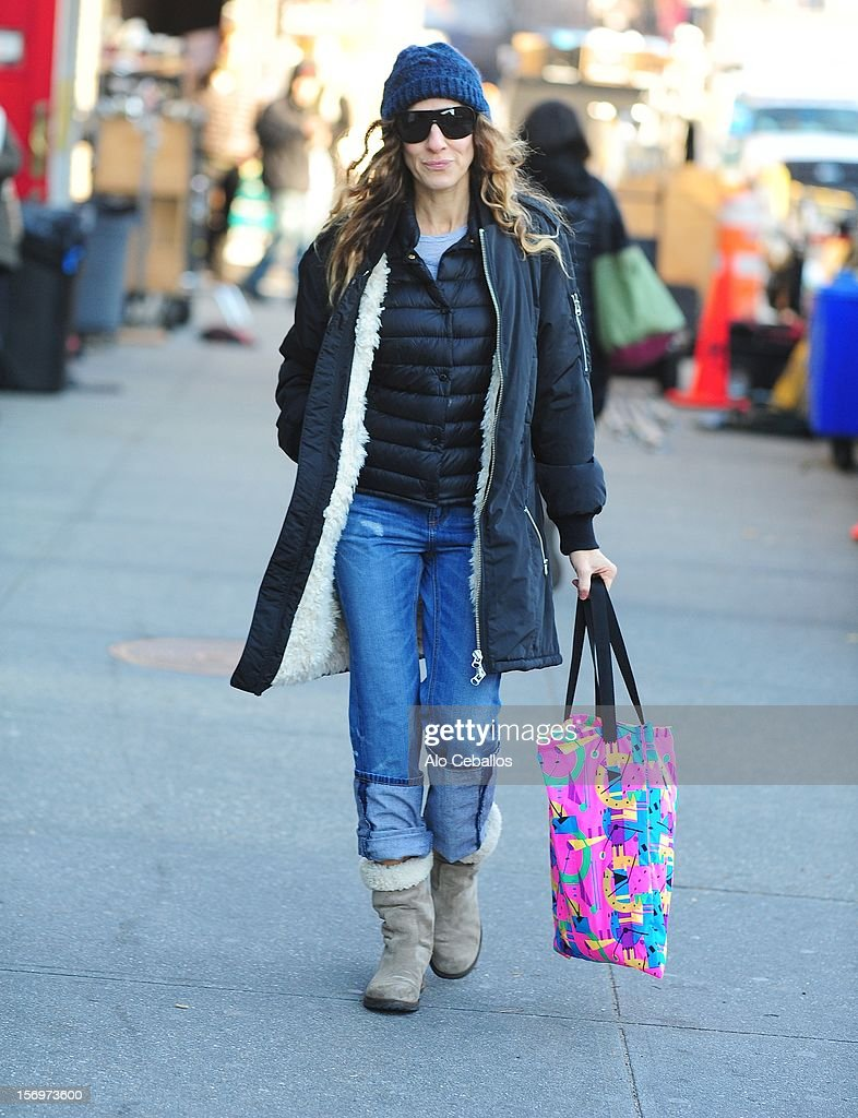 <a gi-track='captionPersonalityLinkClicked' href=/galleries/search?phrase=Sarah+Jessica+Parker&family=editorial&specificpeople=201693 ng-click='$event.stopPropagation()'>Sarah Jessica Parker</a> Sighting at Streets of Manhattan on November 26, 2012 in New York City.