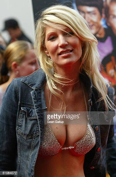 Sarah Kern attends the premiere of 'Raumschiff Surprise Periode 1' at the Matthaeser Palast on July 19 2004 in Munich Germany