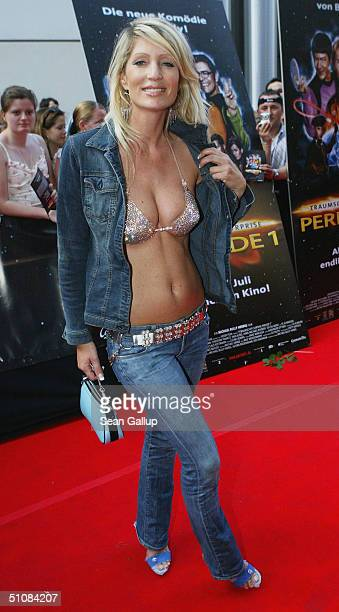 Sarah Kern attends the premiere of ' Raumschiff Surprise Periode 1' at the Matthaeser Palast on July 19 2004 in Munich Germany
