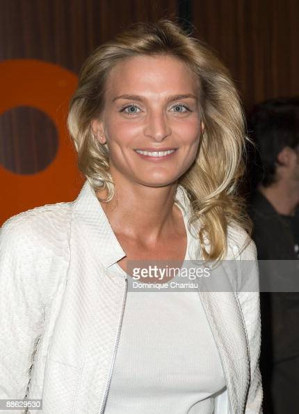 Sarah Marshall attends 'Dogfight' Paris Premiere at Cinema Gaumont Marignan on June 22 2009 in Paris France