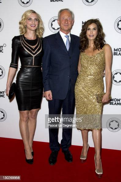 Sarah Marshall Lutz Bethge and Teri Hatcher wearing Montblanc jewellery attend the PRIX Montblanc 2011 at the 'Konzerthaus am Gendarmenmarkt' on...