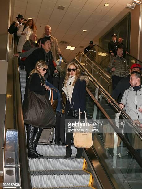 Sarah Michelle Gellar arrives at the Salt Lake City International Airport on January 20 2016 in Salt Lake City Utah