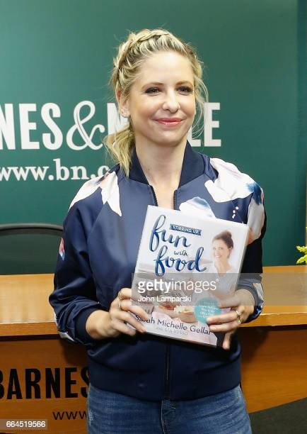 Sarah Michelle Gellar signs copies of her book 'Stirring Up Fun With Food' at Barnes Noble 5th Avenue on April 4 2017 in New York City