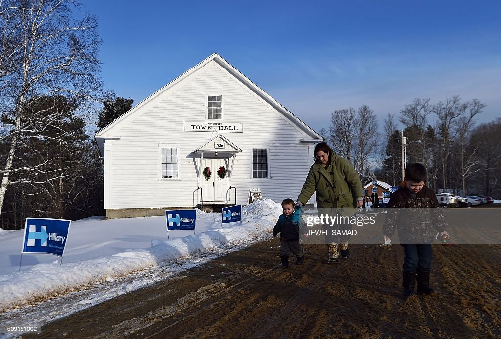 Sarah Stickney leaves the town hall with her two children after casting her vote for the first US presidential primary in Canterbury, New Hampshire, on February 9, 2016. New Hampshire began voting on February 9 in the first US presidential primary with Republican Donald Trump calling on supporters to propel him to victory and Democrat Bernie Sanders primed to upstage Hillary Clinton. The northeastern state, home to just 1.3 million people, sets the tone for the primaries and could shake out a crowded Republican field of candidates pitting Trump and arch-conservative Senator Ted Cruz against more establishment candidates led by Senator Marco Rubio. / AFP / Jewel Samad