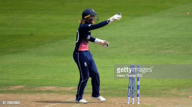Sarah Taylor of England runs out Marizanne Kapp of South Africa and celebrates during the ICC Women's World Cup 2017 SemiFinal match between England...